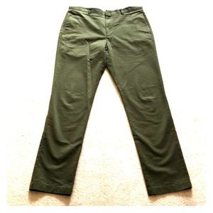 J Crew essential chino in 1040 fit
